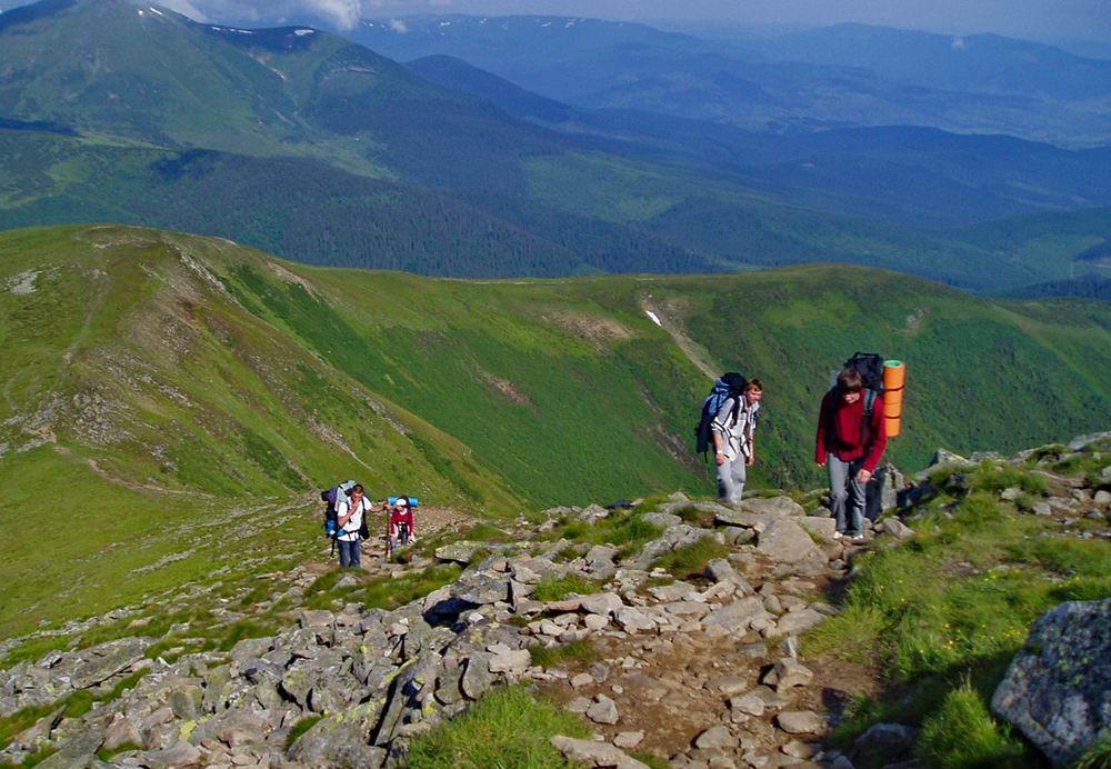 Прикарпатським рятувальникам вдалось розшукати заблукалу у горах туристку із Білорусі